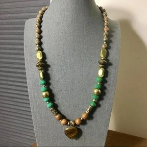 Jewelry - Green n Brown beads necklace with pendant